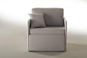Poltrona pouf letto capace di coniugare il design e l'eleganza della poltrona con la praticità del pouf letto. Materasso in waterfoam VPF ignifugo.