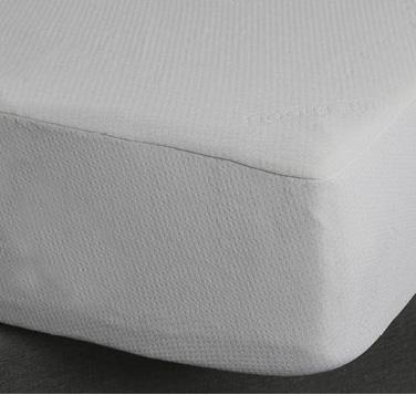 Tonale Plus è il coprimaterasso impermeabile in elastitex, innovativo tessuto a maglia dalle spiccate proprietà elastiche ed ergonomiche.